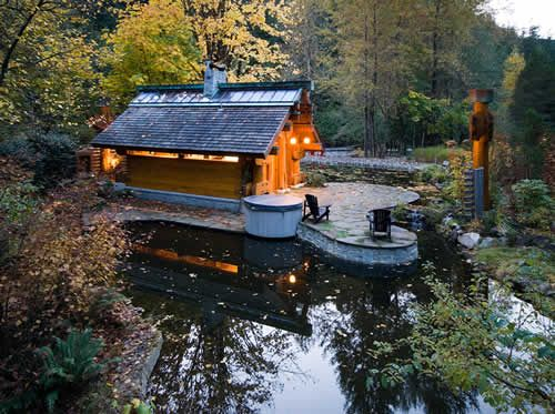 So beautiful! 450 square foot cabin designed by Henry Yorke Mann, owned by Keith and Judy Scott. Meant to be a vacation retreat, but they found it so comfortable they made it their permanent home. (Their previous home was 5000 sq ft)
