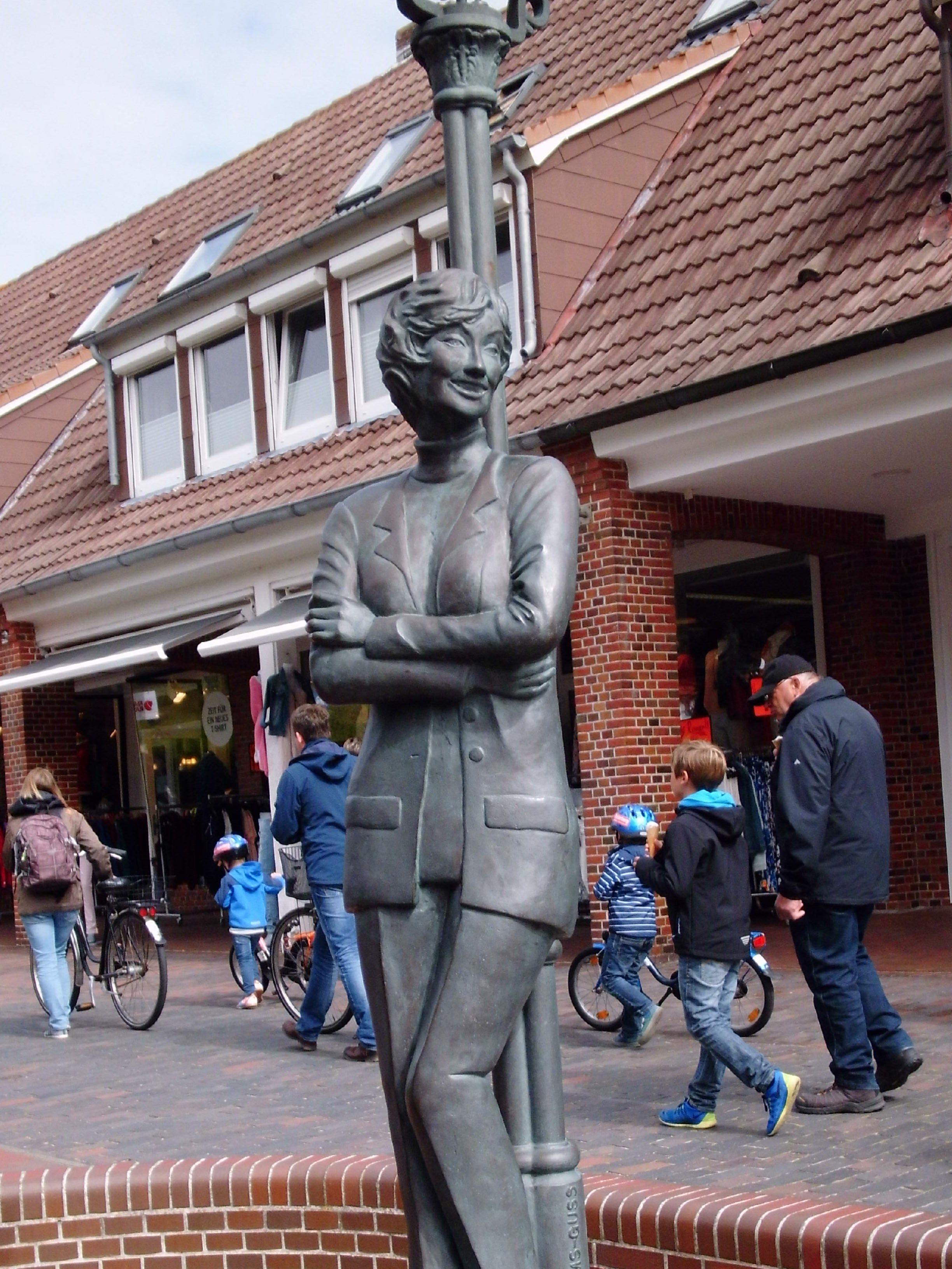 Standbild der Schauspielerin Lale Anderson auf Langeoog, wo sich ...