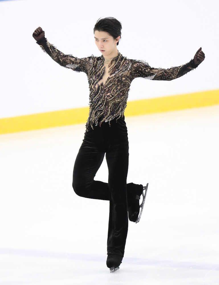 オータムクラシック最終日 男子フリー、黒い衣装で滑る羽生結弦(撮影・小海途 良幹)