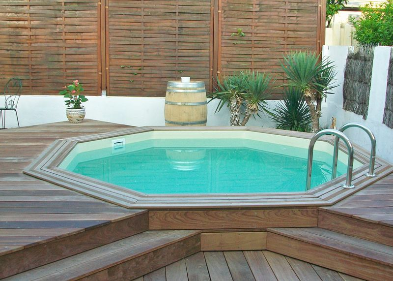 Piscine teck hors sol affordable luaccs et la balustrade for Piscine hors sol teck
