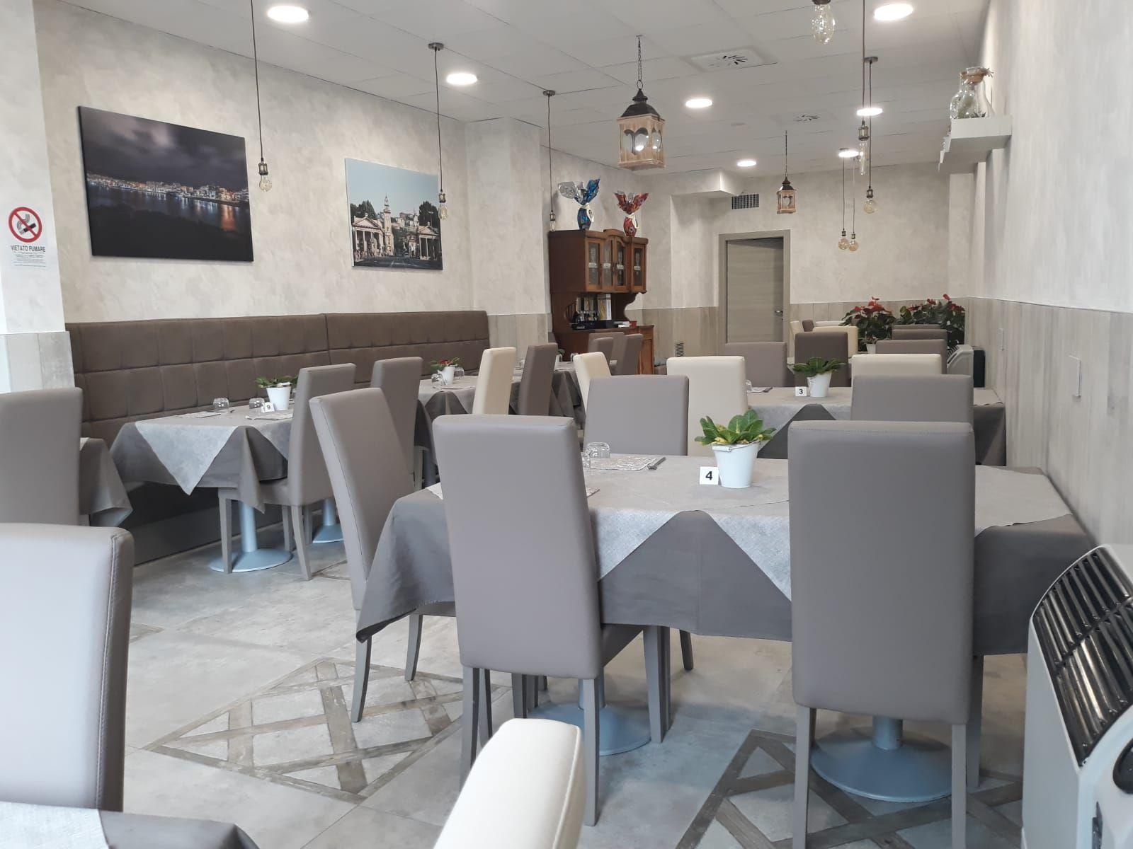FABBRICA SEDIE E TAVOLI PER RISTORANTE | Idee per decorare ...