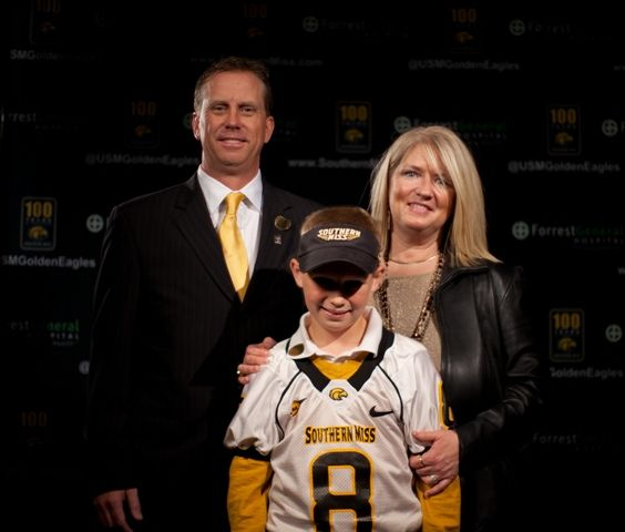Coach Todd Monken With His Wife Terri And Son Travis Coach Football College Football
