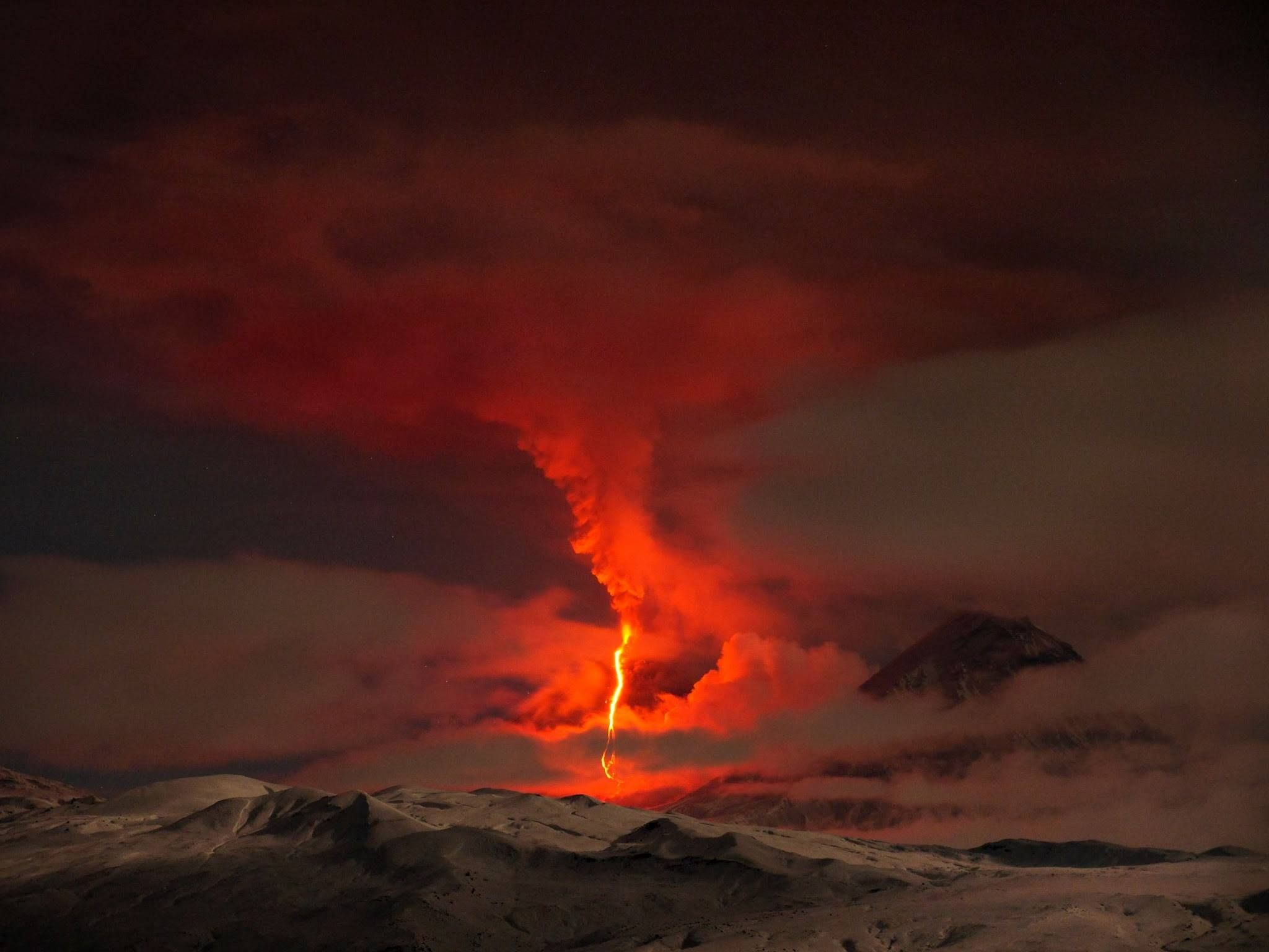 Volcanic Eruption In Russia Kamikaze Blue Jay Places Spaces - 14 amazing volcanic eruptions pictured space