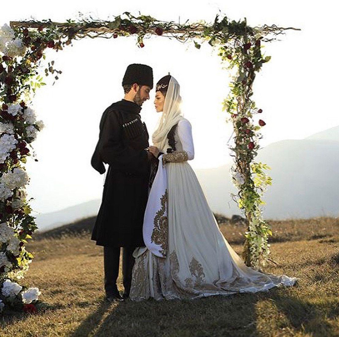 В сети появилось первое фото со свадьбы Сати Казановой вИталии рекомендации
