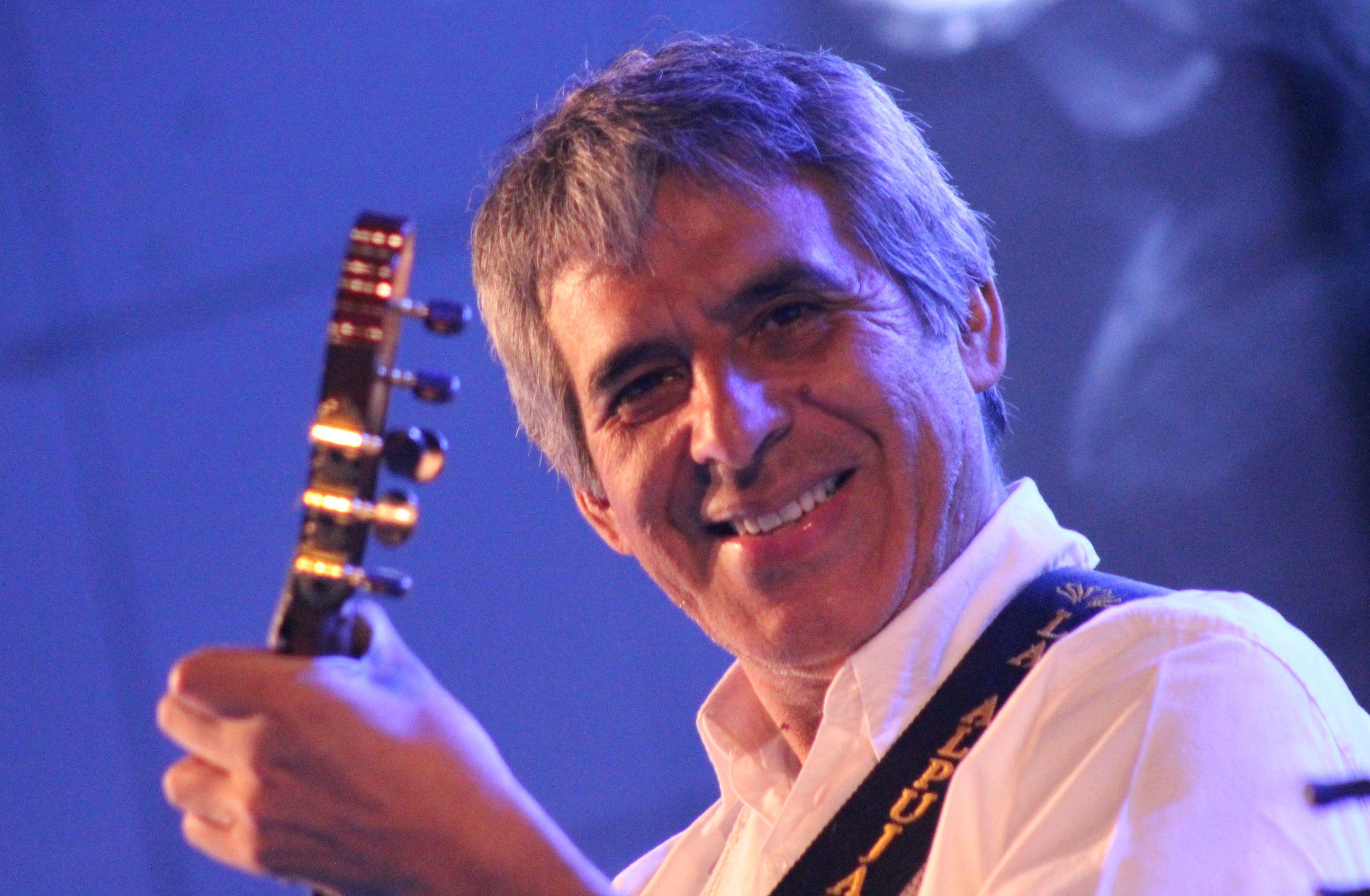 Contratar a Peteco Carabajal: http://worldmusicba.com/contratar-a-peteco-carabajal/