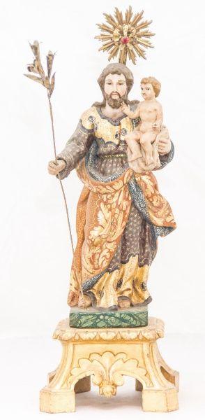 Belíssima imagem de madeira policromada, São José com O Menino. Bahia, século XIX. Alt. 32cm. Não vendida. Preço base 4.500,00