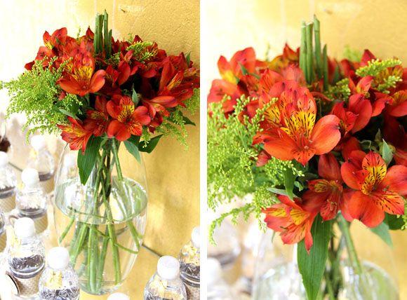 Festa Helena 60 anos Flores Centro de Mesa Centerpieces Mesa de festa infantil, Mesa de  -> Como Decorar Mesa De Aniversario Com Flores