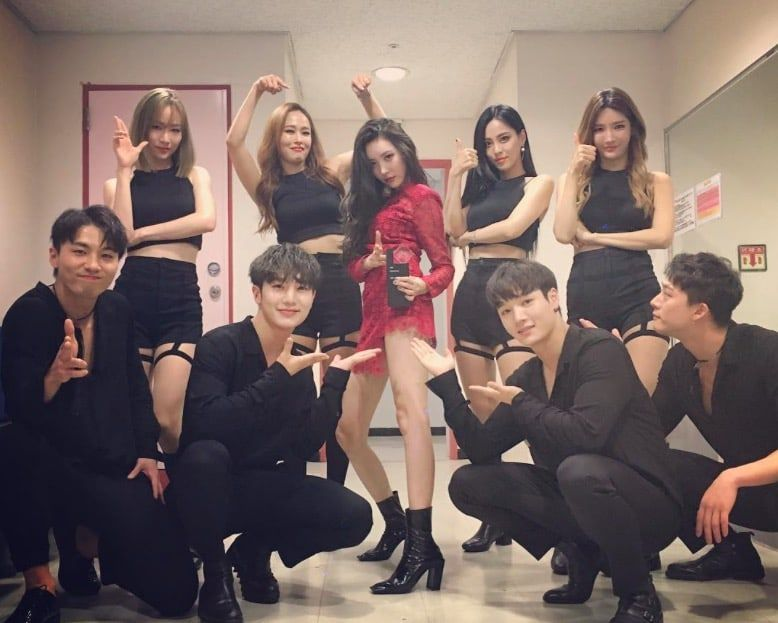 Sunmi S Backup Dancers Recently Gain Attention For Their Amazing Visuals Soompi Dancer Kpop Girls Dancers Outfit