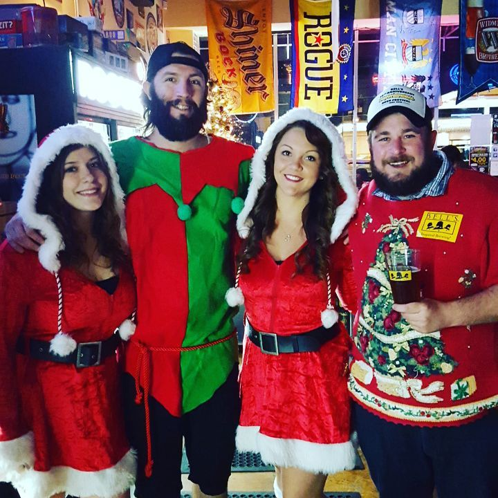Jingle All the Way with Bell's Brewing tonight at 7p! The Rogue Pub Elves are serving up some delicious Bell's brews all night! Come be jolly! #roguepuborlando #craftbeer #bellsbrewing #jinglealltheway #happyholidays