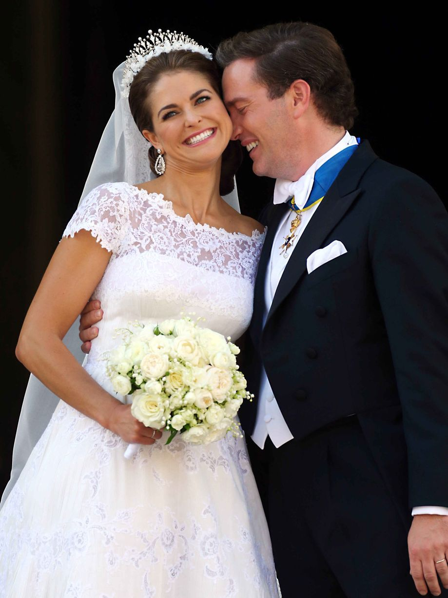 A happy bride and groom picture wedding photo shoot ideas