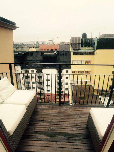 Med bästa läge i Birkastan vid populära Rörstrandsgatan uthyres denna väldisponerade lgh om 58 kvm på Tomtebogatan 44, 5 vån med hiss. Högst upp i huset med rymlig balkong, utsikt över takåsarna. Hyrestid är 12 mån, inflyttning sker enligt överenskom...