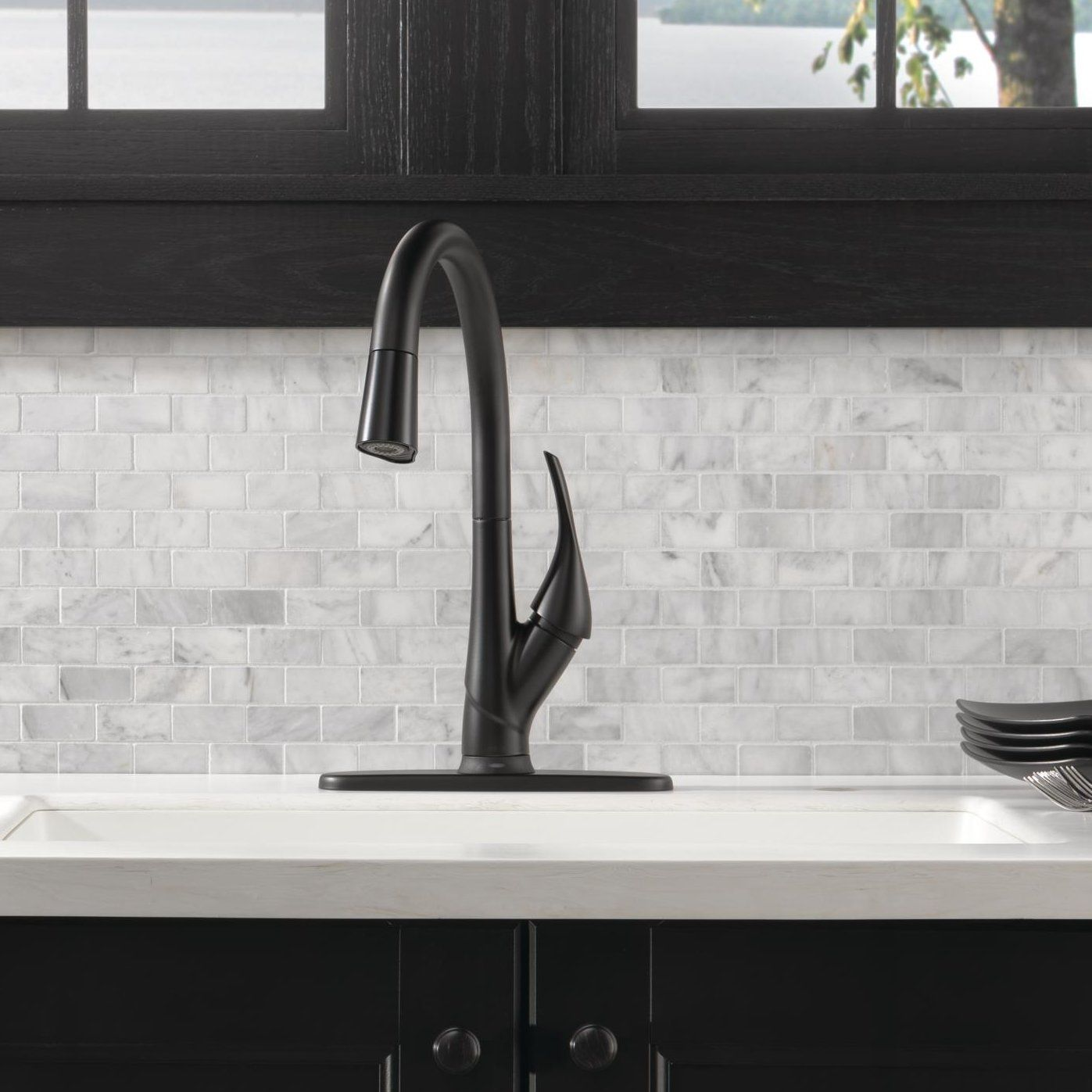Esque Single Handle Pull Down Kitchen Faucet with Touch2O Technology ...