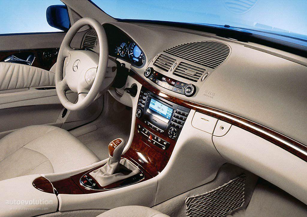 Mercedes-Benz E-class (W211).   Autos