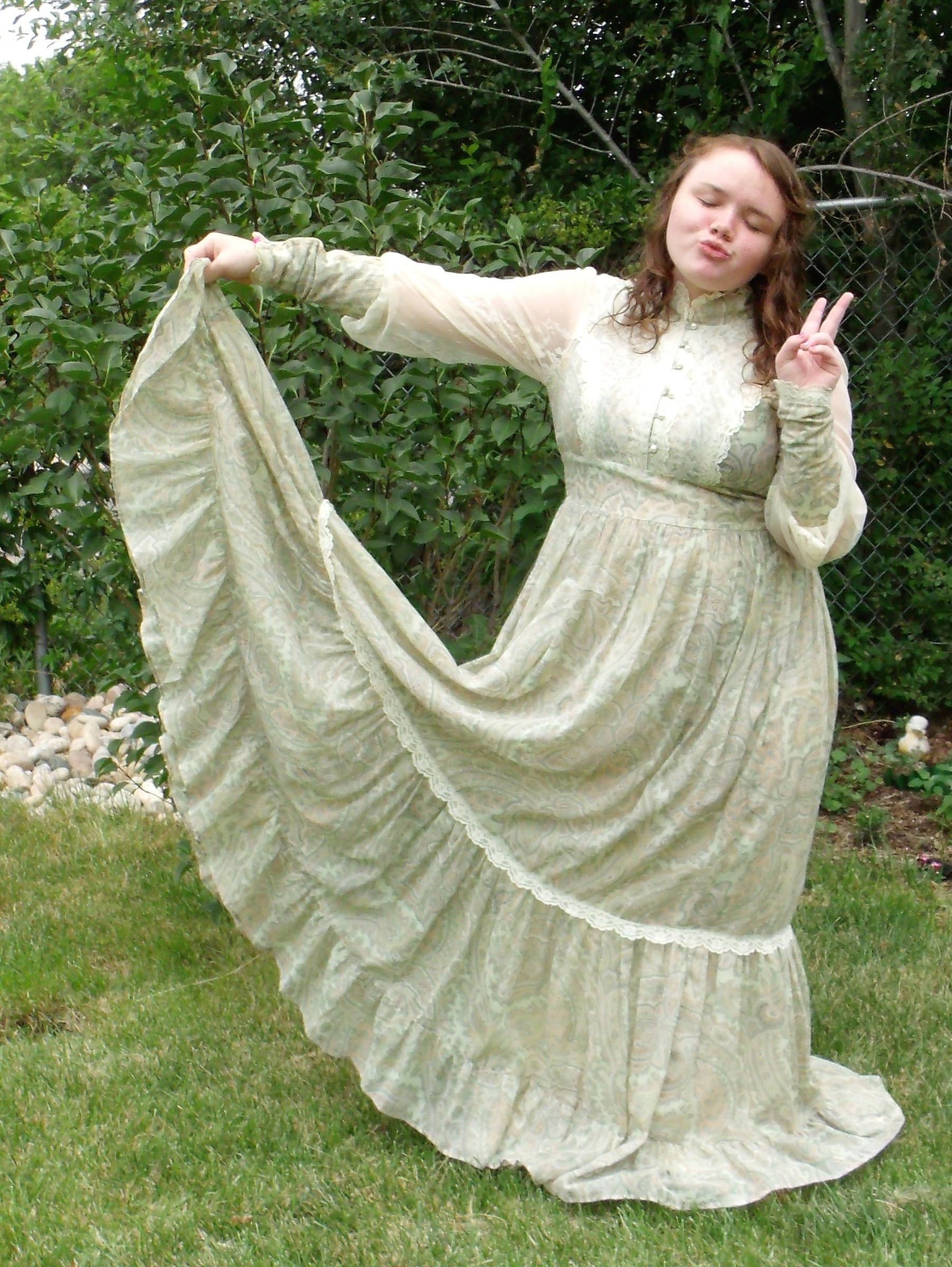 21c8867dc12 Vintage Green Paisley   Ivory Lace Maxi Gunne Sax Wedding Festival Dress~ Boho  Hippie Prairie Dress ~ Zipper Sleeve Long Flowing Full Skirt by ...