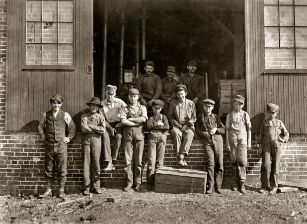 Noon hour World Furniture Company October 1908 Evansville