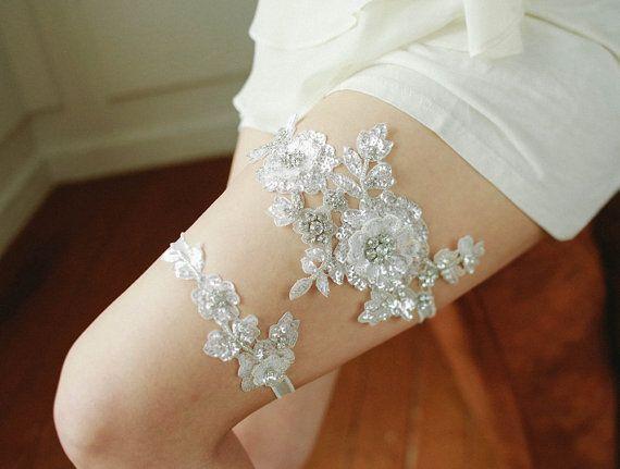 Silver lace wedding garter set, bridal lace garter, crystal garter, flower garter - style 470 on Etsy, 48,24€