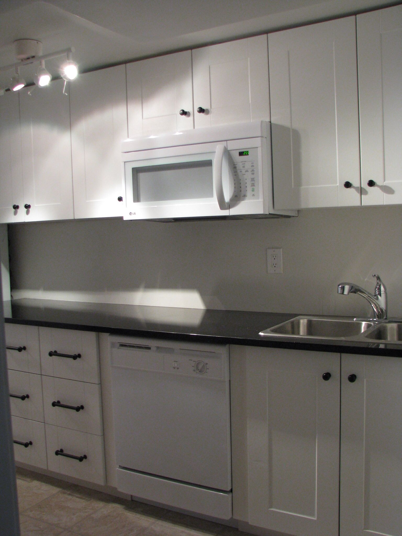 Adel Off White Cabinets And India Black Galaxy Granite Counters