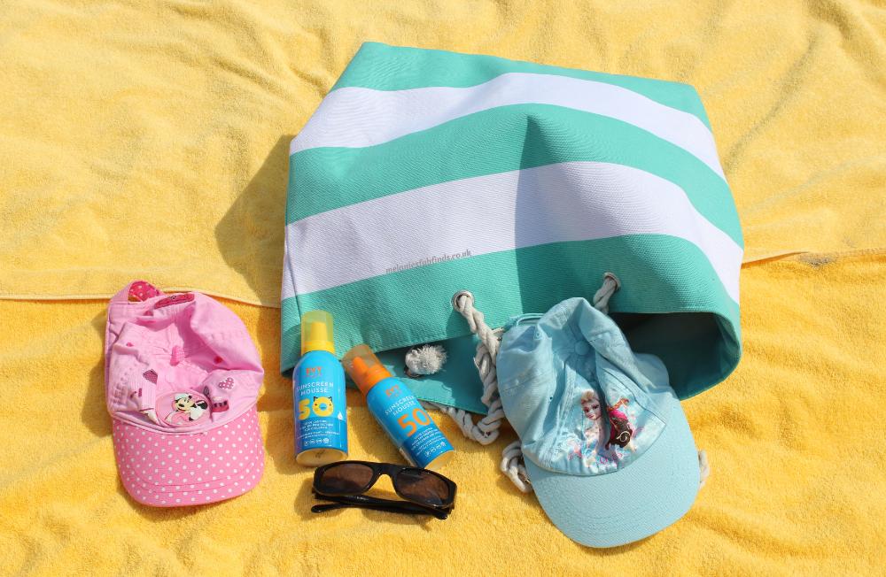 Top 10 Beach / Pool Bag Essentials 2018 - Melanie's Fab Finds #travel #holidays #traveling #beachbagessentials