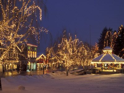 Gazebo And Main Street At Christmas Leavenworth Washington Usa Photographic Print Jamie Judy Wild Art Com Leavenworth Leavenworth Washington Main Street