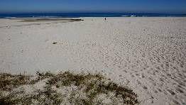 La playa de Traba, en Laxe, cuenta con un extenso arenal y está situada en un enclave natural virgen FOTÓGRAFO: J. M. CASAL