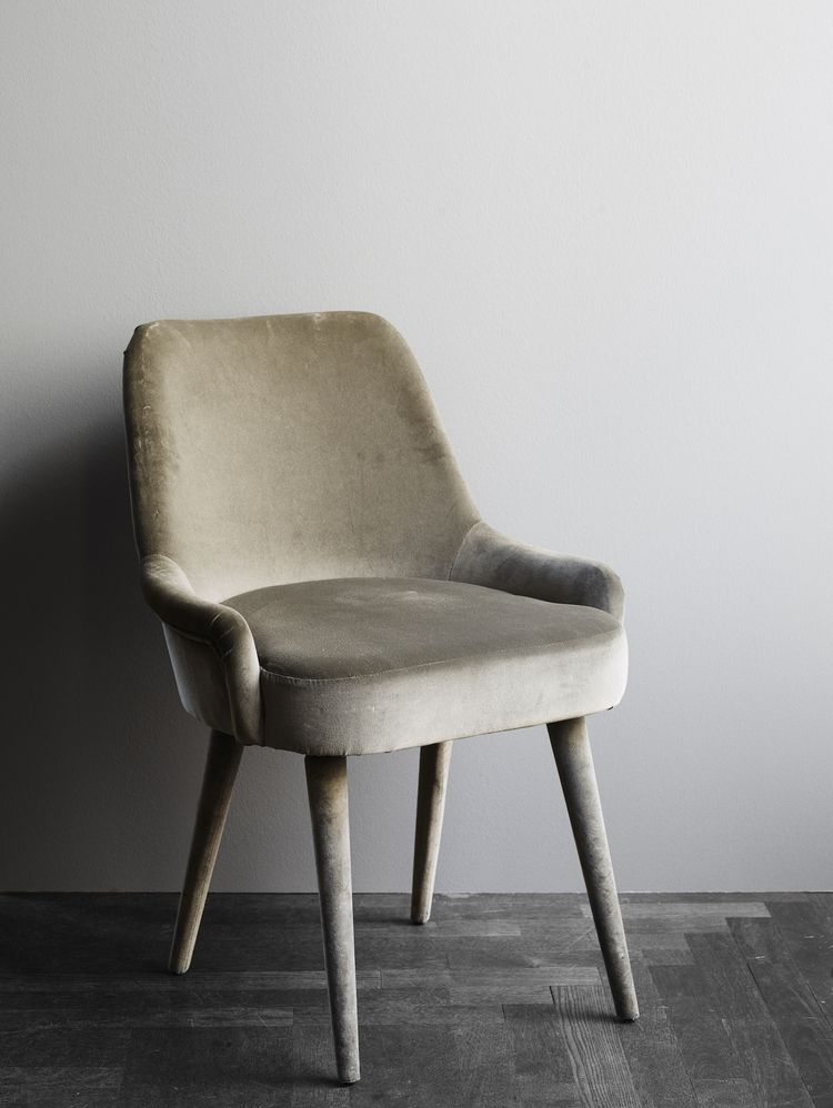 Chaise Frisco Velvet 51x57x84h 6 900 Dkk Chaise Frisco Nubuck 51x57x84h 11 900 Dkk Dining Chairs Furniture Dining Chairs Furniture