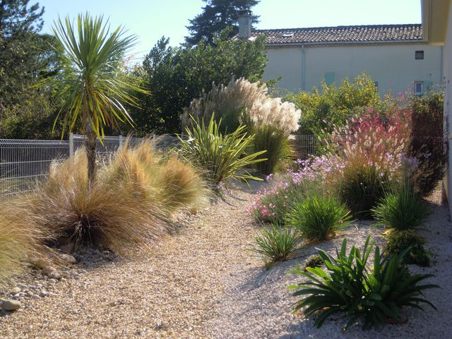 Jardin sec plantes entretien arrosage garden for Entretien jardin 76