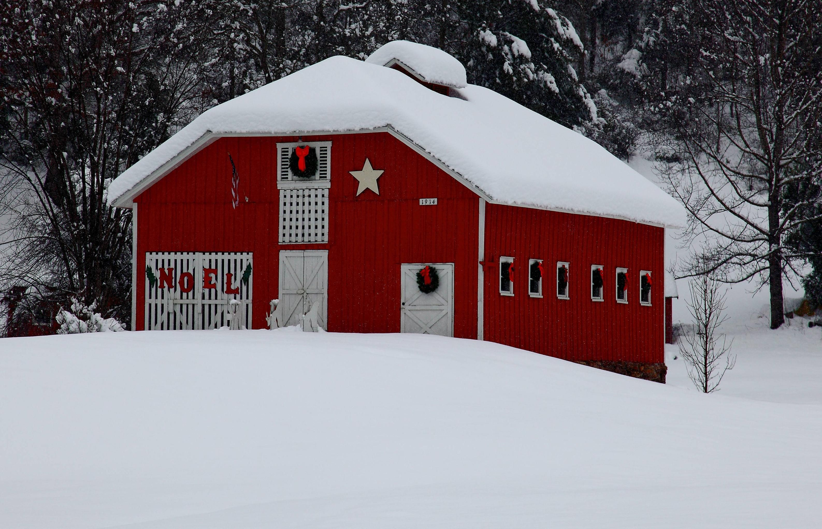 Snow Noel Barn Pictures Country Barns Red Barn