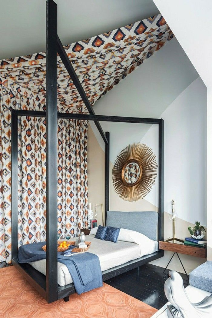 Schlafzimmer Einrichten Mit Dachschräge Dekorieren Mit Textilien Betthimmel