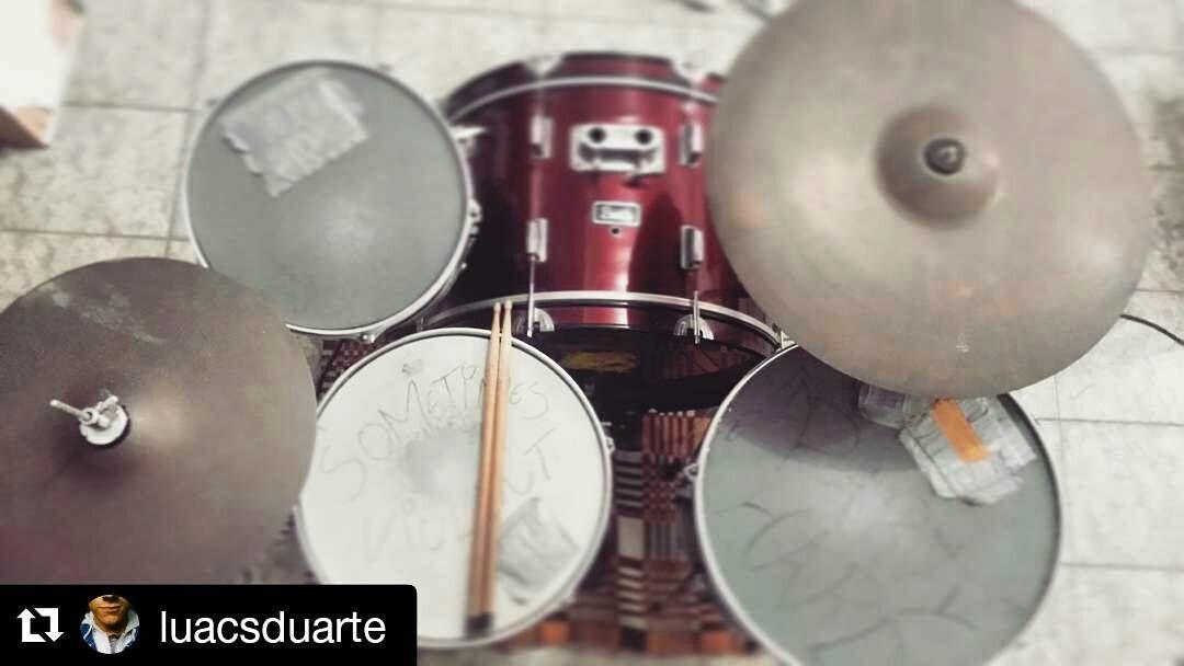 #Repost @luacsduarte  #drumsview#drums#drumkit#drumset#percussion#drummer#percussionist#musician#drumstick#drum#drumming#drumlife#drumslife#drumporn#drumstagram#cymbals#vintagedrums#customdrums#drumsticks#drumpad#practisepad#lovedrums#instaview#art#rhythm#tempo#view#music#drumfam by drumsview
