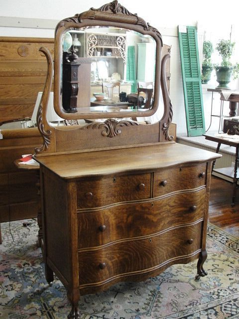 Beautiful Victorian Oak Serpentine Front Dresser With Mirror