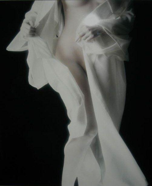 Komaro Hoshino - Nude in soie blanche 1981