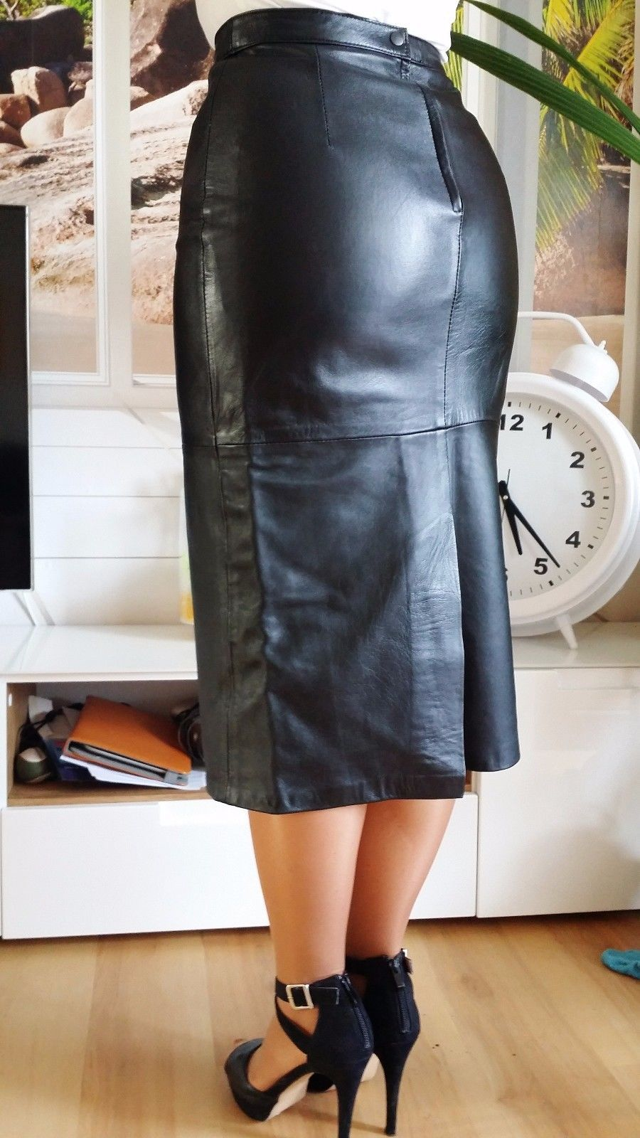 0868714eaa long leather skirt in 2019 | Leather | Long leather skirt, Leather ...