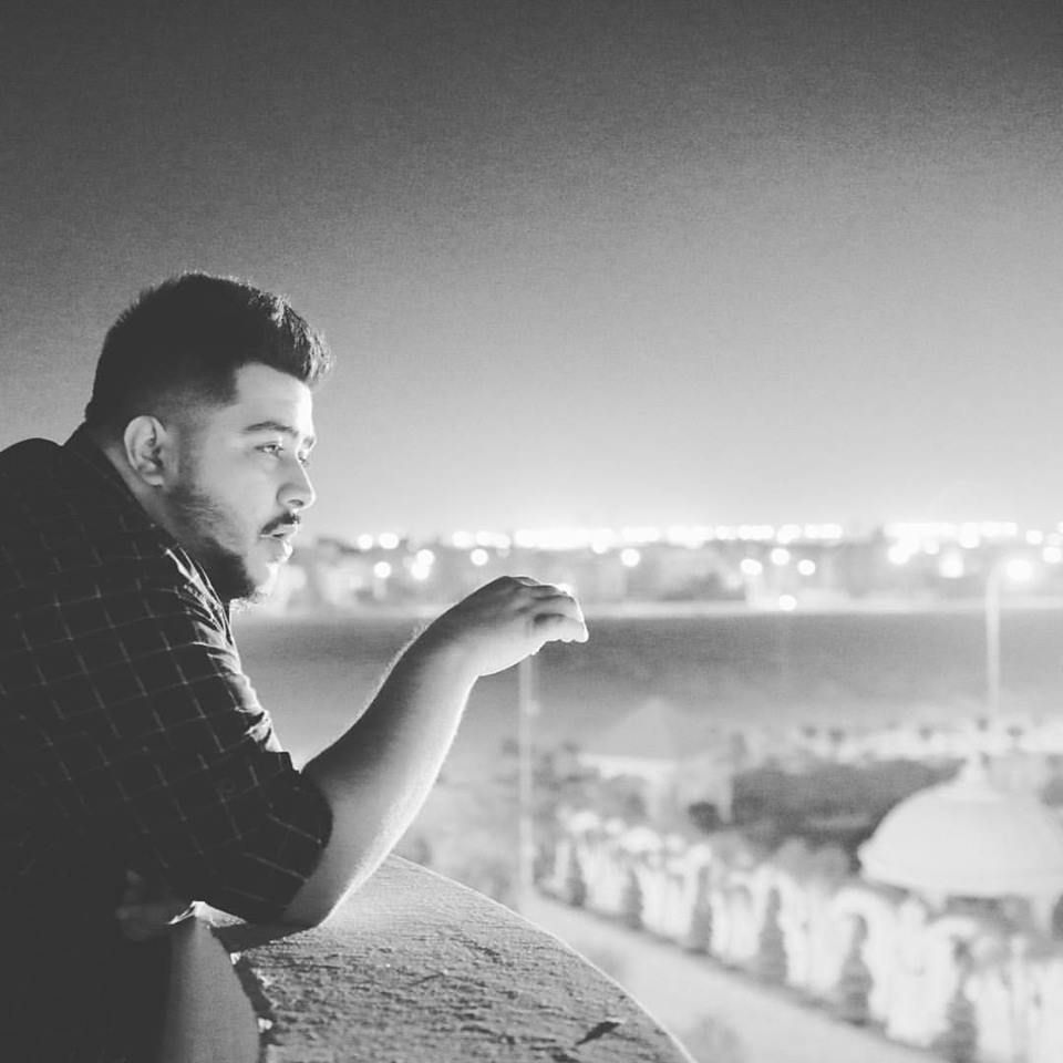 كلمات اغنية خارج عن السيطرة احمد كامل مكتوبة وكاملة كلمات اعلان شيبسي تايجر رمضان 2019 الذي كتب كلماته الشاعر أمير طعيمة وقام بتل Couple Photos Scenes Couples