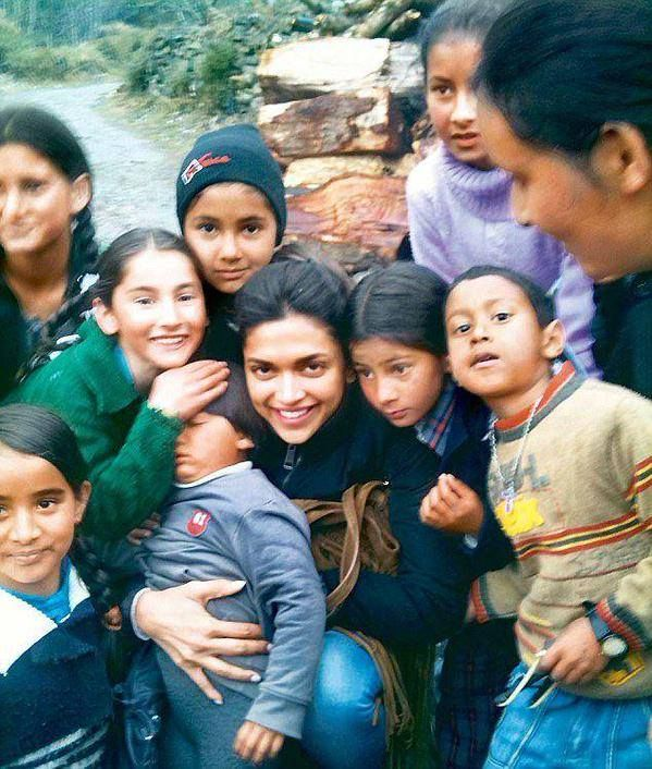 Deepika Padukone With Children D Deepika Padukone Indian Film Actress Celebrities