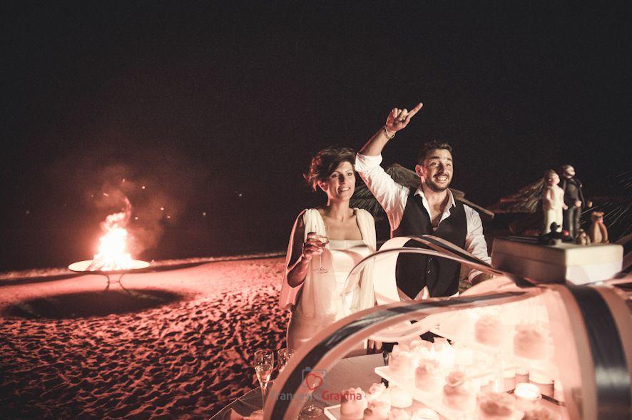 Wedding Reportage Puglia - Fotogiornalismo di matrimonio - Wedding Day - Fotogravina - un taglio torta speciale
