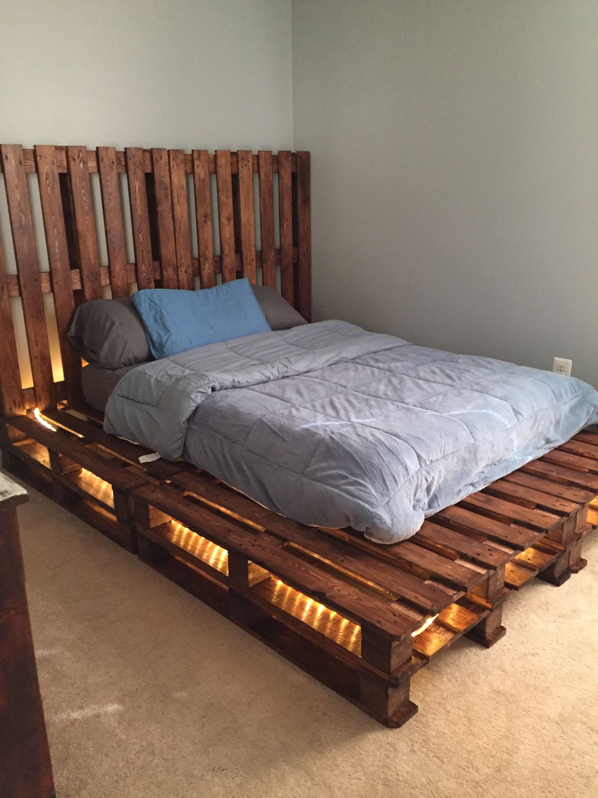 2nd Pallet Bed In A Rustic Themed Room 2 Full Pallets Across 2 High Pallet Beds Pallet Bed Frames Pallet Bed