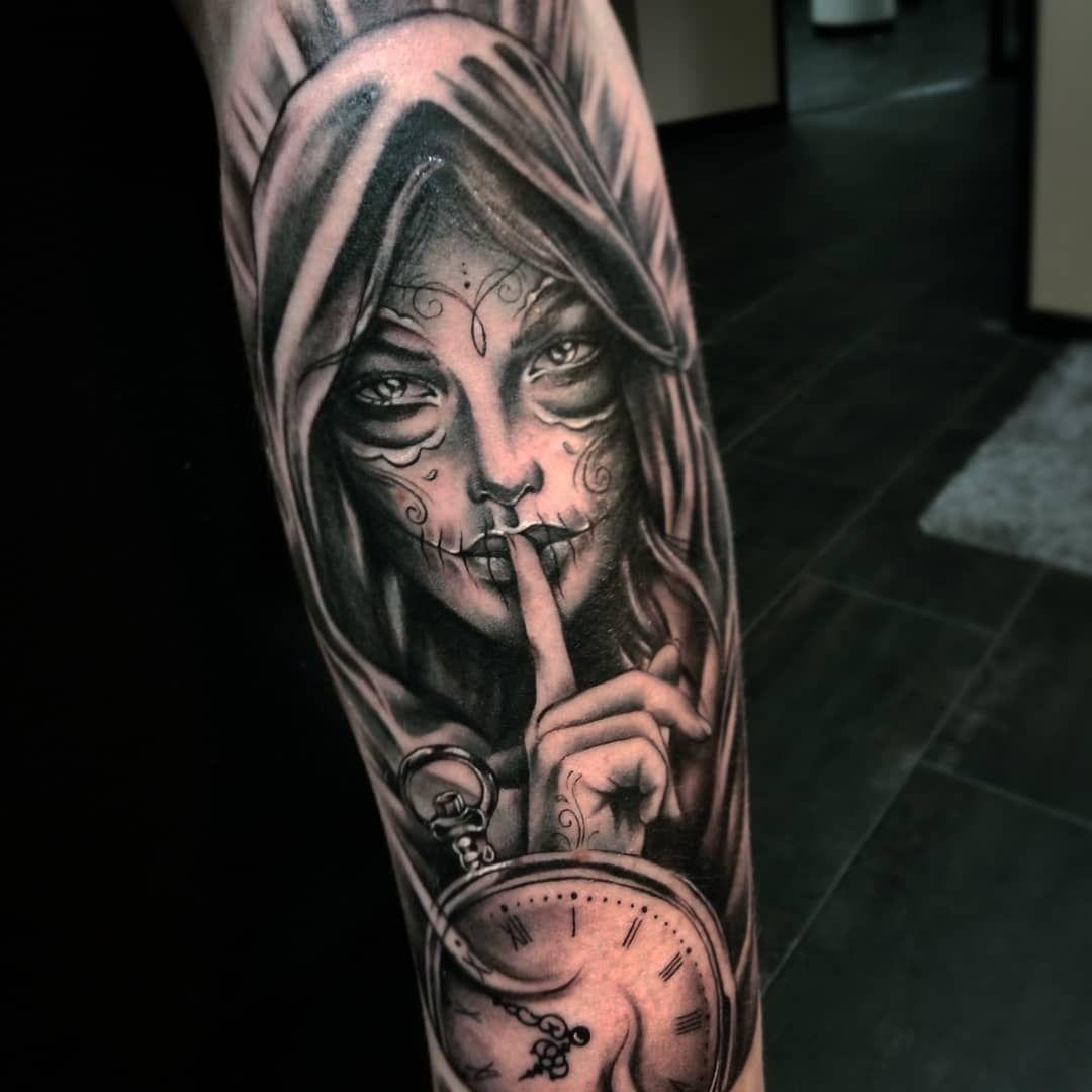 ❇️Sellainen pääsiäisnoita ❇️ #moonakumpusalmiart #art #artist #artistsoninstagram #instaart #ig #tattoosofinstagram #instattoo #blackandgreytattoo #lacatrina #muerte #muertetattoo #catrinatattoo #sugarskull #tattooedman #sleevetattoos #halfsleeve #realistictattoo #tattooidea #tattooflashart #watchtattoo #facepaint #inked #tatuointi #taide #mustaharmaa #nainen #tatuoitu #tatuointiidea