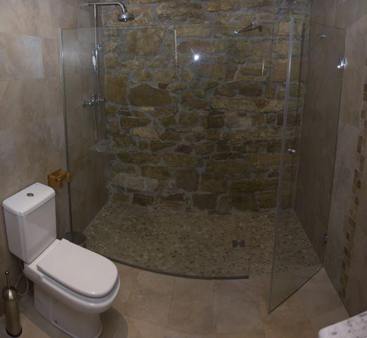 Piedra lavada para el piso de la ducha ba os ba os - Duchas para banos ...