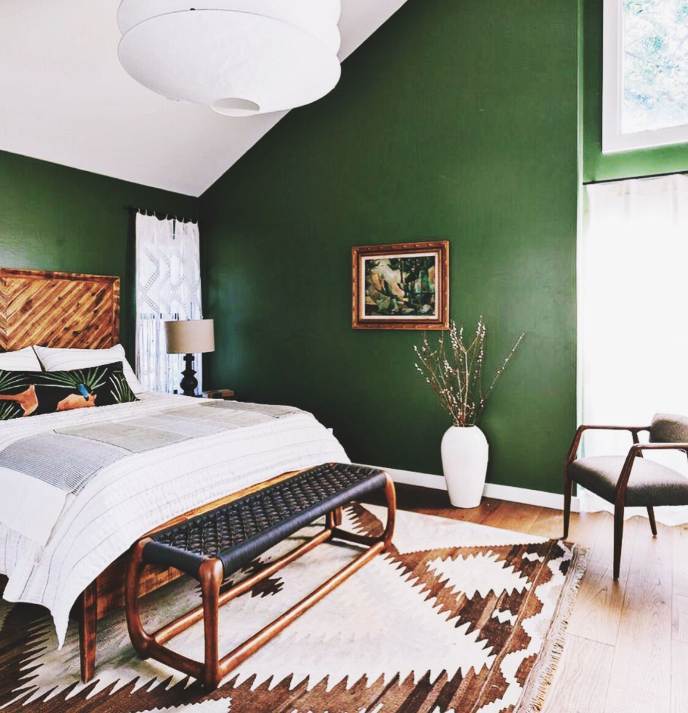 время течки зеленая спальня на мансарде дизайн фото мебель для
