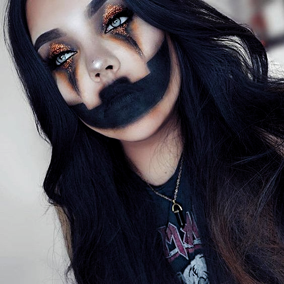 DIY Halloween Makeup Looks #halloween #halloweencostume #diy #diyhalloweencostume #diycostume #makeupideas #halloweencostumes #facepaint #makeup #pumpkin #pumpkincostume #pumpkinmakeup #kainspired