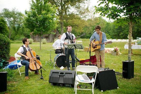 Tennessee Backyard Farm Wedding (my kind of wedding band)