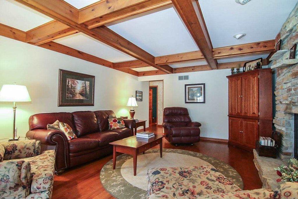 Craftsman Living Room with Built-in bookshelf, Hardwood ...