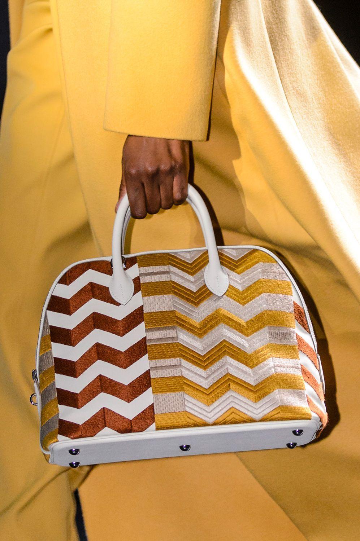 47da45f978 Le borse must have dalla Parigi Fashion Week   Guatemala textiles ...