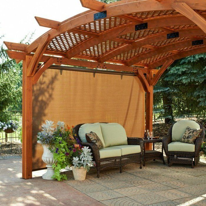 pergola bausatz aus holz mitten im garten im sommer ist sehr angenehm garten terrasse ideen. Black Bedroom Furniture Sets. Home Design Ideas