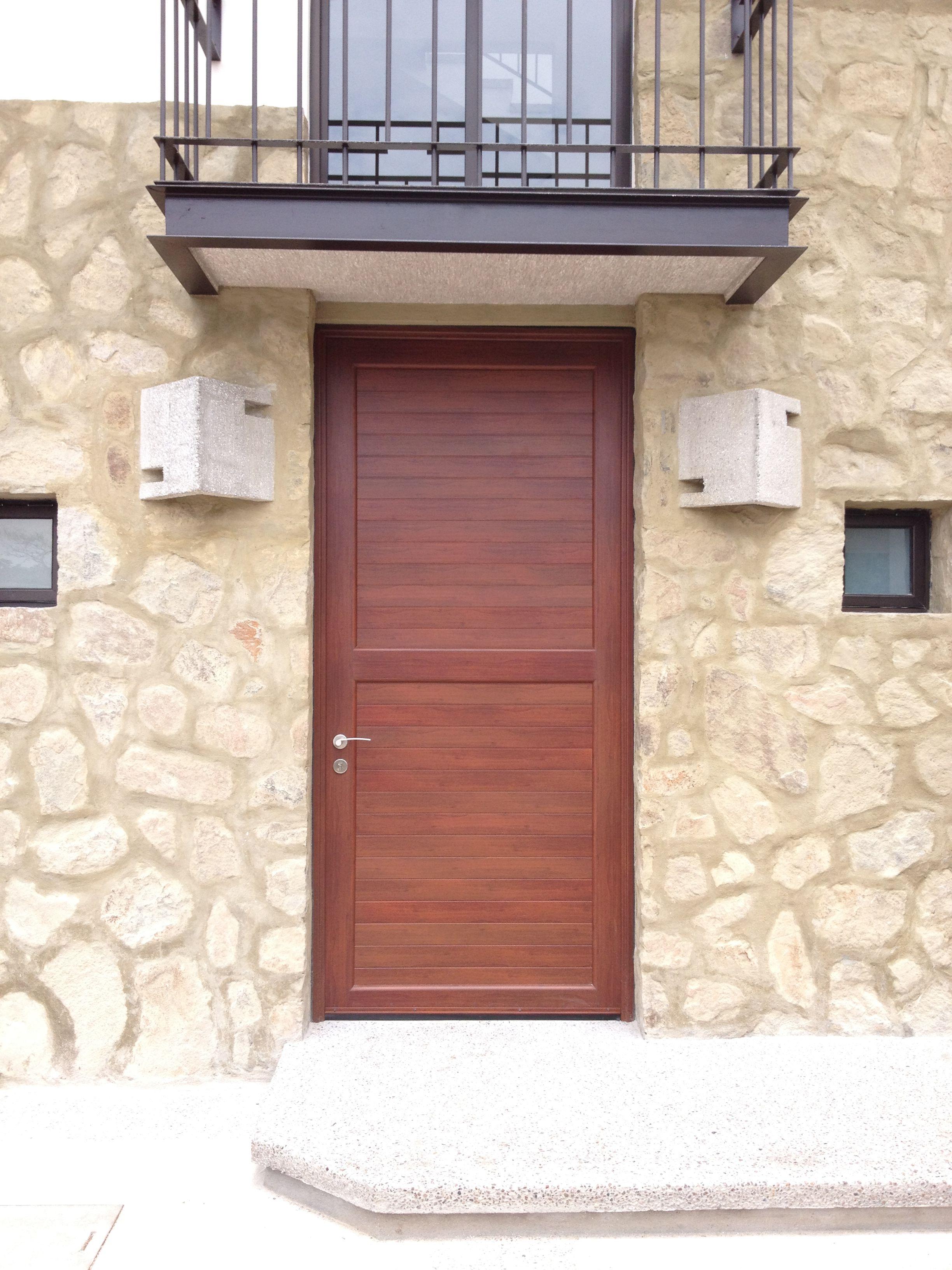 Puerta De Aluminio Color Madera Diferentes Modelos Tu  ~ Puertas De Entrada De Aluminio Rusticas