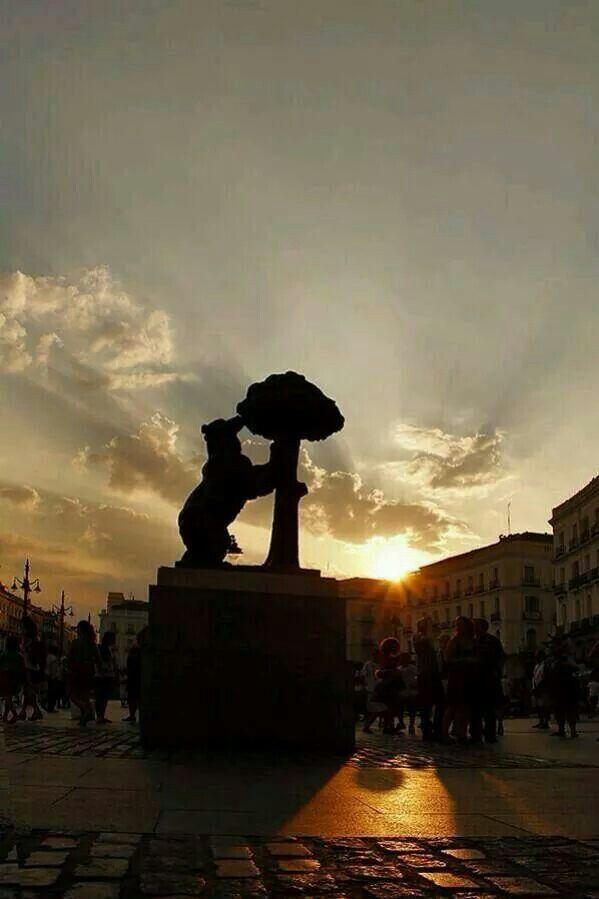 """""""La Osa y el Madroño""""... Puerta del Sol (Madrid)."""