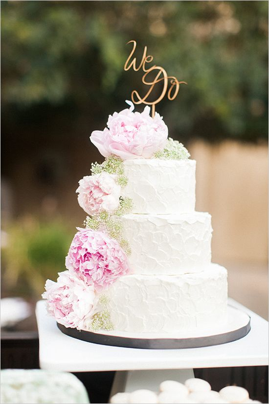 white #weddingcake with peonies @weddingchicks