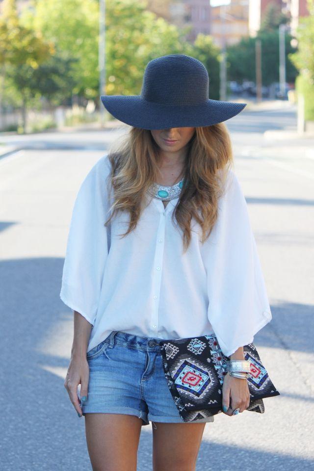 Shorts y camisa blanca | A trendy life