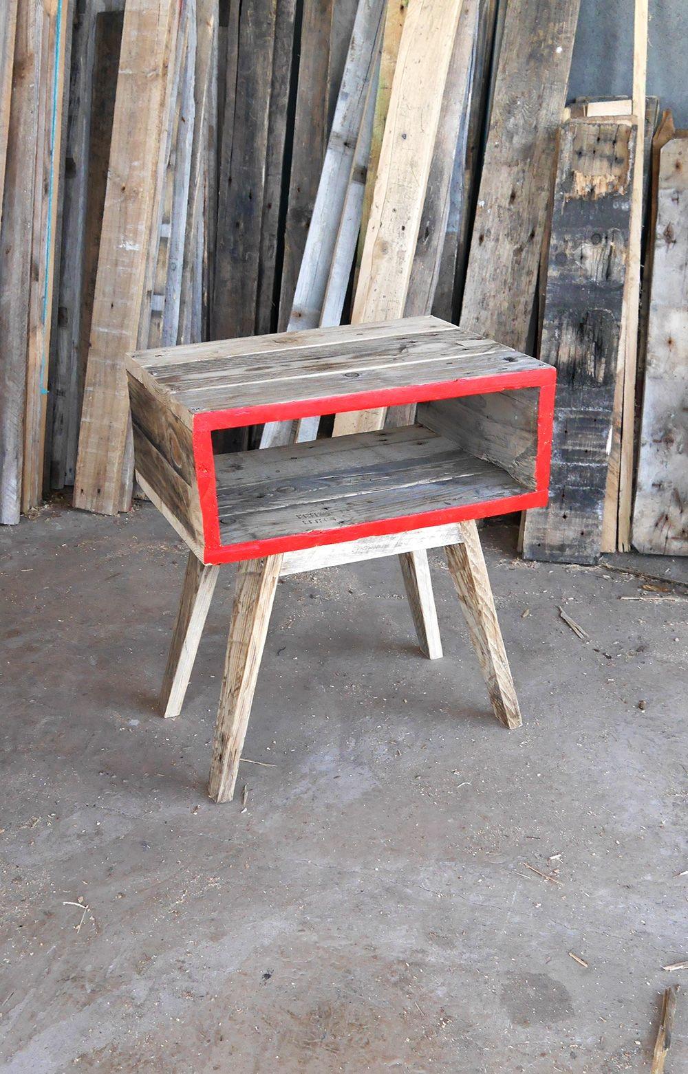 table de chevet en bois de palettes cr ation rdutemps. Black Bedroom Furniture Sets. Home Design Ideas