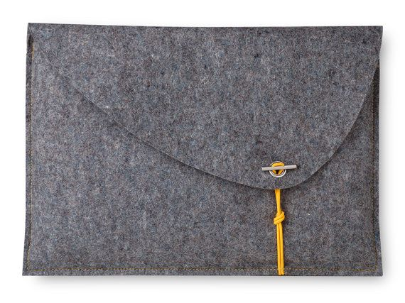 "sCosy laptop bag for your Mac Pro 13/15"", handmade in Germany out of 100 % merino wool felt"